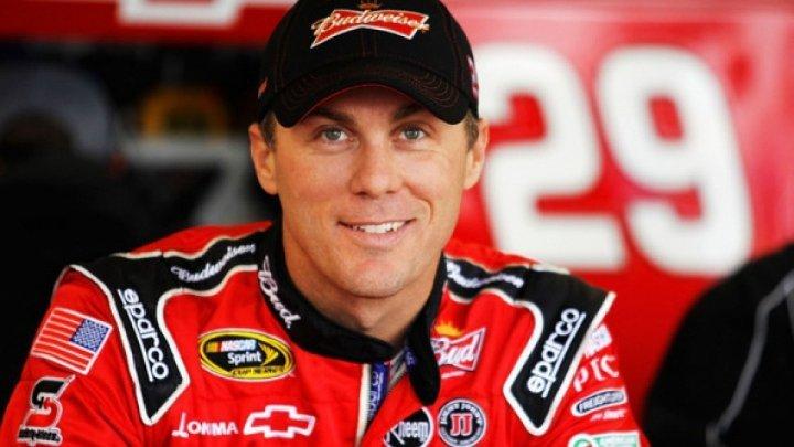 A 26-a etapă a campionatului mondial NASCAR, câştigată de Kevin Harvick