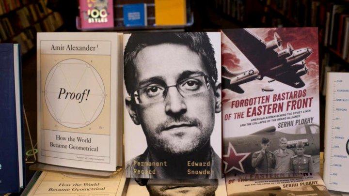 SUA îl dau în judecată pe Edward Snowden pentru noua sa carte
