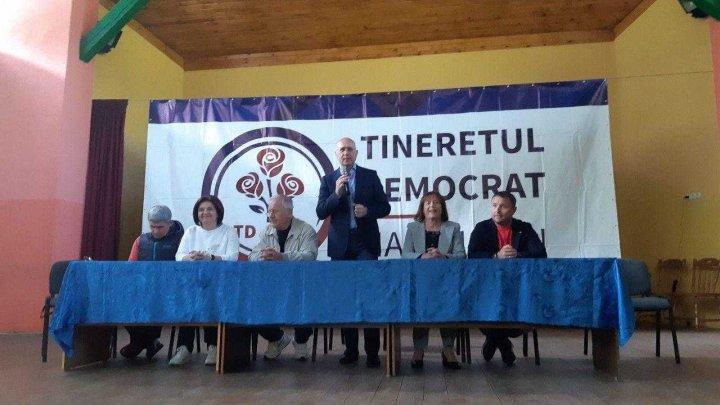 Pavel Filip către tinerii democraţi: Știm să jucăm în echipă, indiferent că e vorba despre volei sau politică