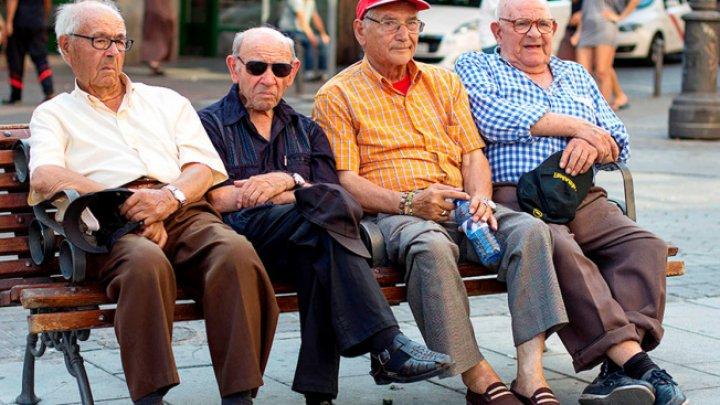 Studiu Harvard: Pensionarii care încep o viață nouă sunt mai fericiți