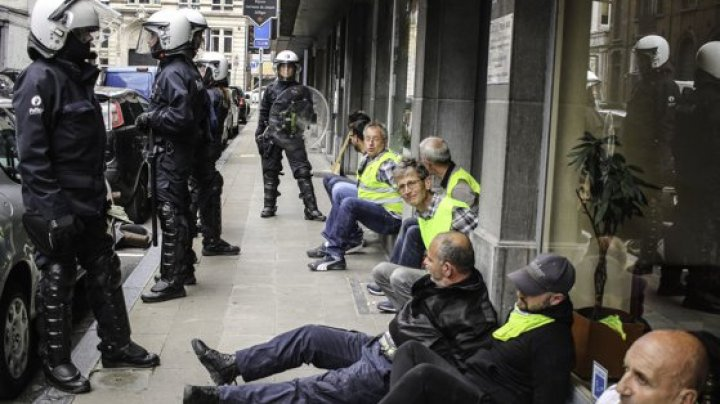 Zeci de persoane, arestate la Paris în timpul protestelor Vestelor Galbene. Autoritățile au folosit gaze lacrimogene