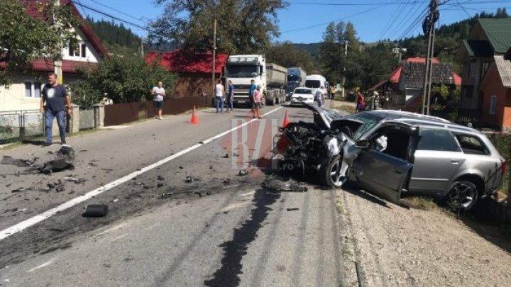 Accident violent în judeţul Neamţ. Un autocar din Republica Moldova s-a ciocnit cu un autoturism. Sunt victime (FOTO)