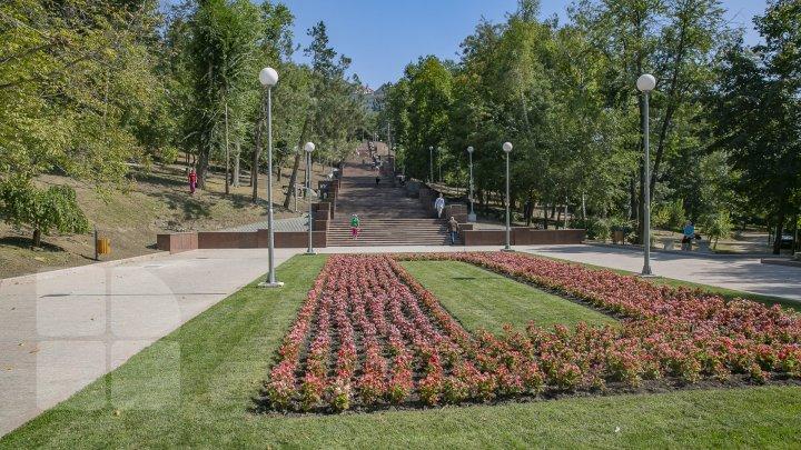 Când va avea loc inaugurarea scărilor din granit din parcul Valea Morilor din Capitală (FOTOREPORT)