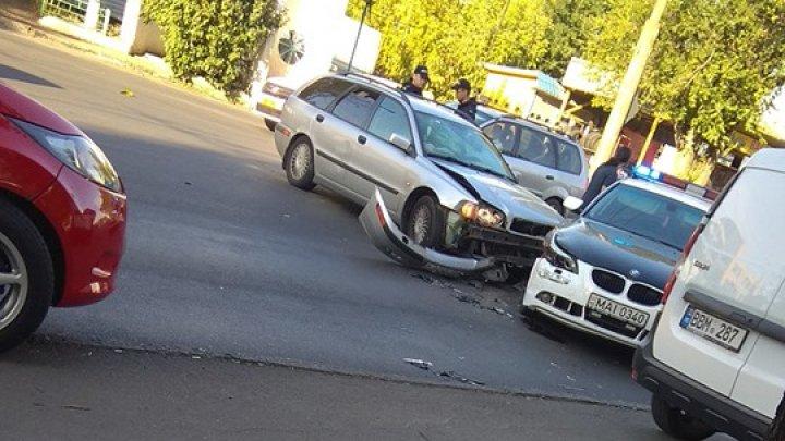 ACCIDENT în cartierul Telecentru al Capitalei cu implicarea unei maşini de poliţie