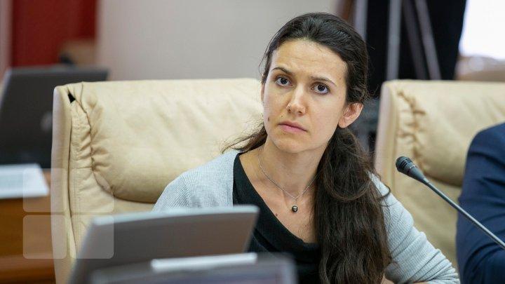 Olesea Stamate se mândreşte cu faptul că de la venirea ei la Guvern, Filat şi Platon au participat la emisiuni TV