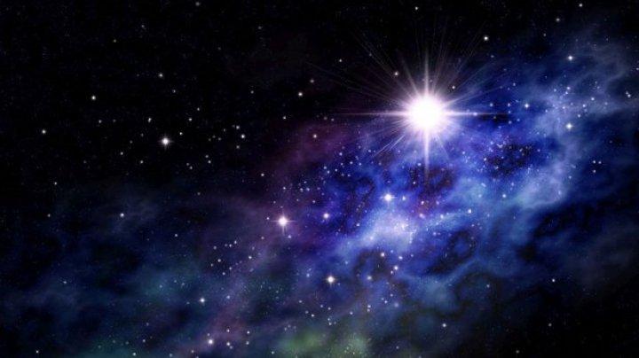 """Astronomii au identificat o stea neobişnuită care """"fuge"""" de o gaură neagră"""