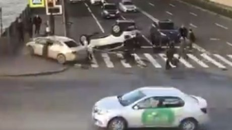 Mai multe persoane au fost grav rănite în urma unui accident violent (VIDEO)