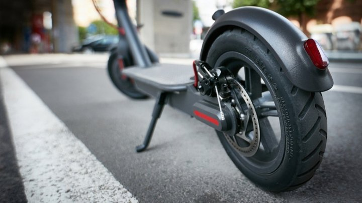 Franţa a reglementat circulaţia trotinetelor electrice. Ce modificări au apărut