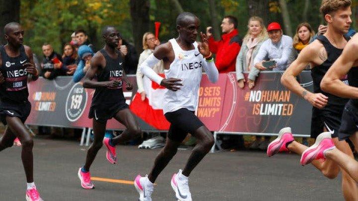 O nouă performanţă: Eliud a alergat maratonul în mai puţin de două ore