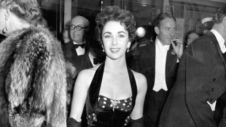 Mai multe ţinute şi obiecte care au aparţinut actriţei Elizabeth Taylor, scoase la licitaţie