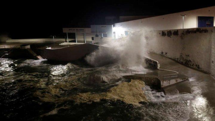 Uraganul Lorenzo a fost retrogradat la categoria 1