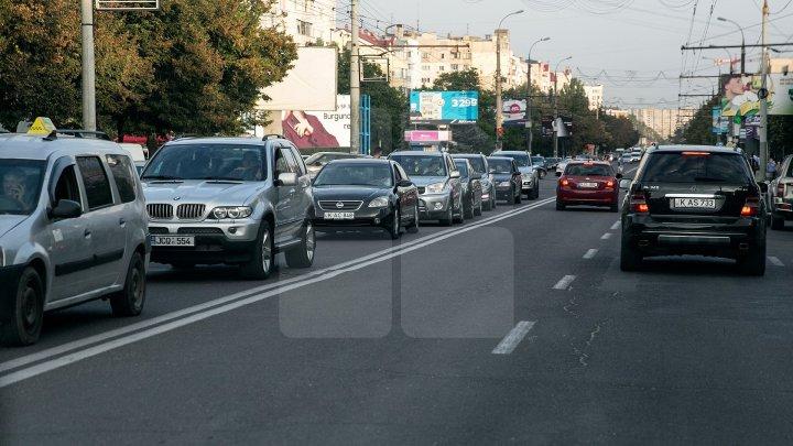 InfoTrafic: Flux majorat de transport pe mai multe străzi din Capitală