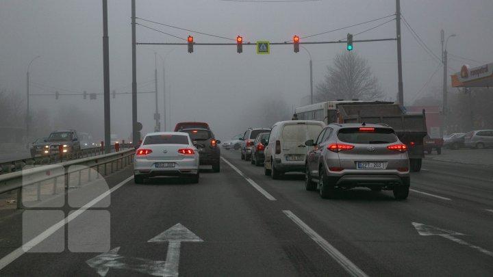 Avertisment pentru șoferi! Ceața densă a pus stăpânire pe Moldova
