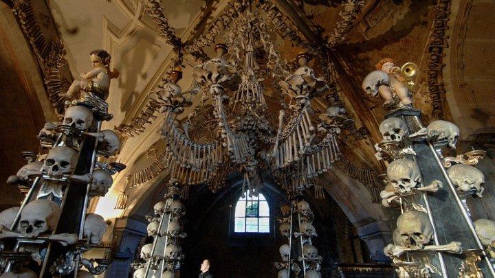 Biserica decorată cu oase, atracție turistică macabră (FOTO)