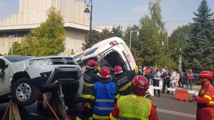Angajaţii IGSU, în acţiune. Salvatorii moldoveni au participat la Competiţia de Descarcerare şi Acordare a Primului Ajutor Calificat