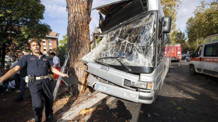 Accident cu implicarea unui autobuz la Roma. Aproape 30 de oameni au fost răniţi