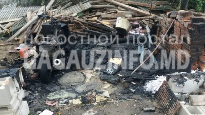 INCENDIU în satul Bugeac. Un cort a fost mistuit de flăcări. Bunurile unui gospodar au ARS