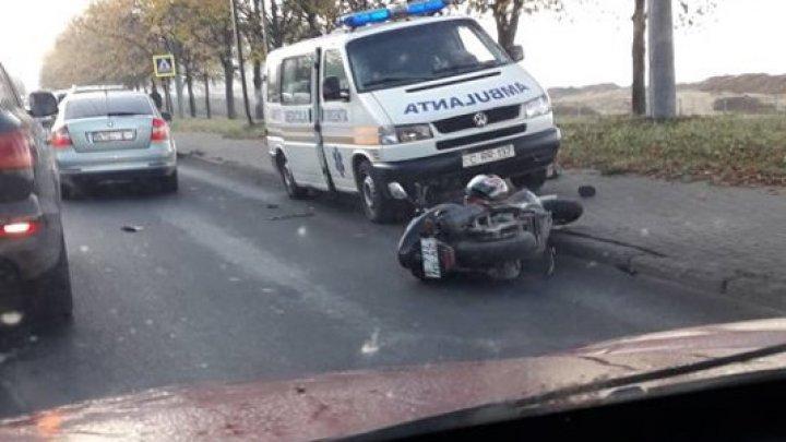 ACCIDENT GRAV în cartierul Telecentru. Un motociclist, lovit de o maşină (FOTO)