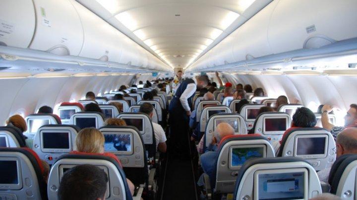 DECIZIE ISTORICĂ! O companie aeriană va renunţa la sintagma doamnelor şi domnilor când se adresează pasagerilor. Ce formulă va utiliza