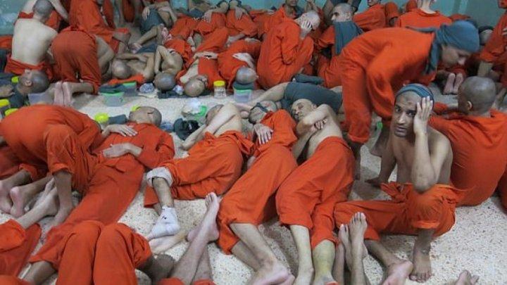 Mii de foşti luptători ai Statului Islamic, ţinuţi înghesuiţi în închisori mizere din Siria