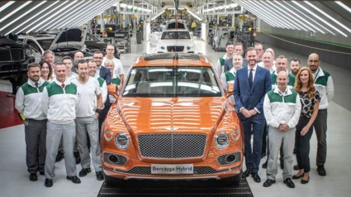 Bentley a început livrările primei maşini de lux hibride. Cât costă