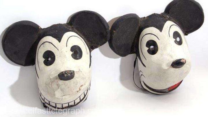 Două măşti Mickey Mouse, deosebit de rare, vor fi scoase la licitaţie în Marea Britanie