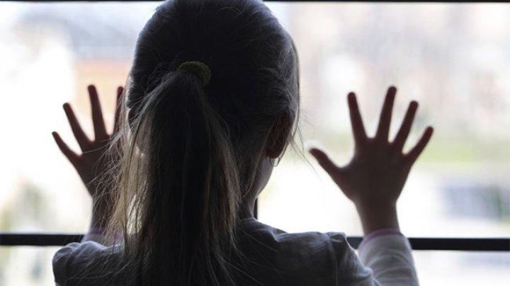 Trei copii din raionul Rîşcani, PĂRĂSIŢI DE MAMĂ! Ce s-a întâmplat şi de ce a plecat femeia (VIDEO)