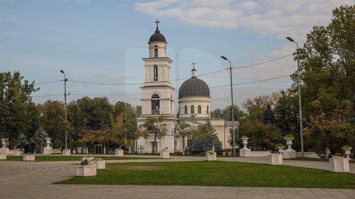 De Hramul Chişinăului, unii candidaţi la şefia Capitalei au venit cu mesaje de felicitare pentru locuitorii oraşului