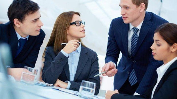 Studiu Harvard: Greşeala colosală pe care o fac angajatorii atunci când discută cu angajaţii despre performanţă
