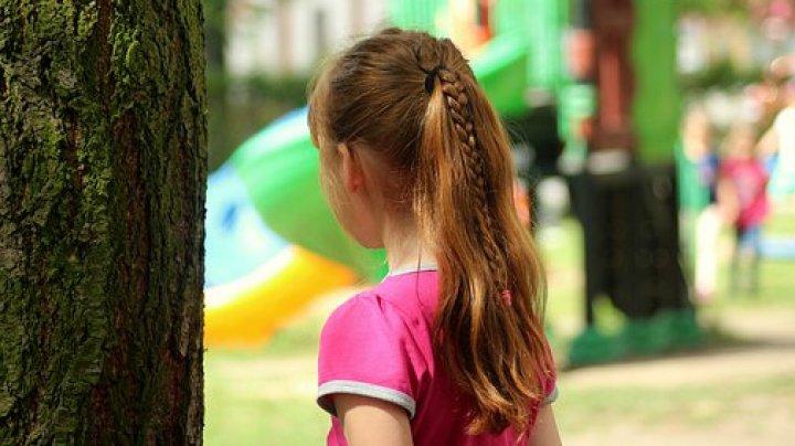 Tată fără inimă. Un moldovean şi-a violat fetiţa de mai multe ori. Ce au decis oamenii legii în privinţa inculpatului
