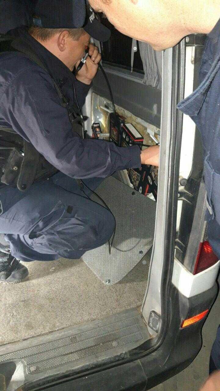Câinele Charly i-a venit de hac unui moldovean. Ce bunuri a ascuns în microbuzul pe care îl conducea (FOTO)