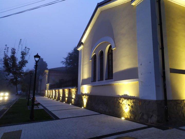 Centrul istoric al Capitalei, renovat. Mai multe clădiri au fost iluminate, trotuarele pavate şi a fost instalat mobilier urban