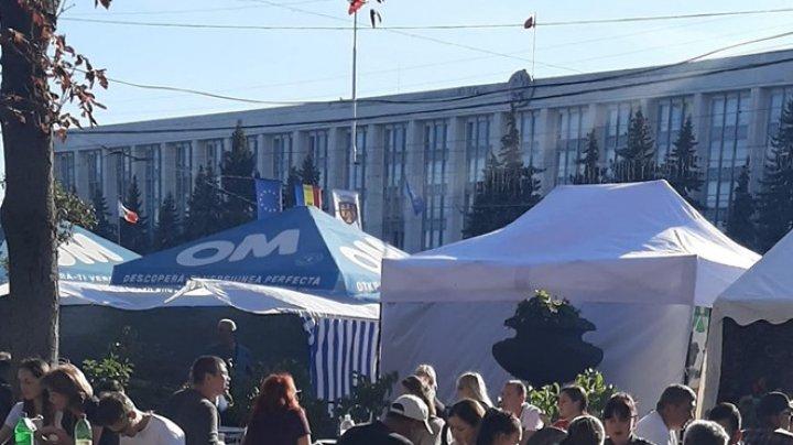 POZA ZILEI! Momentul SUMBRU, surprins de un trecător în centrul Capitalei chiar de Hramul Oraşului (FOTO)
