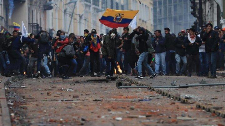 Stare de asediu în Ecuador. A fost interzisă circulaţia autovehiculelor în spaţiul public