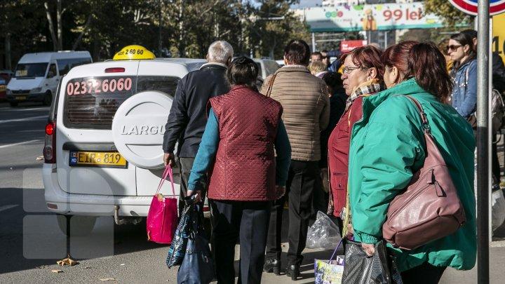 Greva transportatorilor. Ce soluţii a pregătit Guvernul pentru ziua de miercuri, când 1500 de microbuze nu vor ieşi pe linie