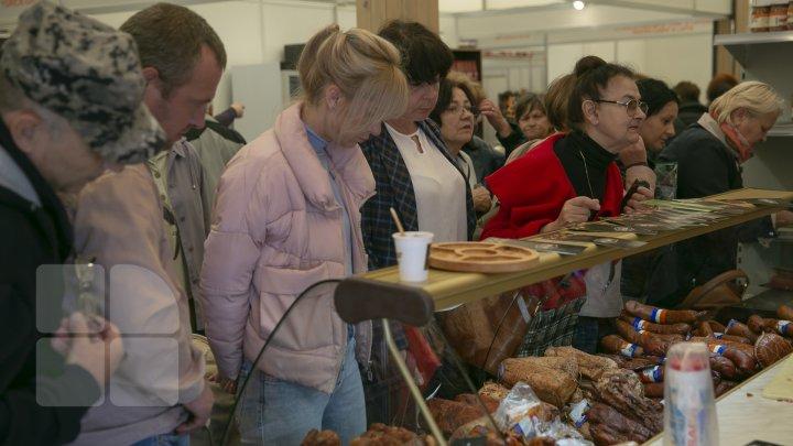 Ce poţi vedea la expozițiile Farmer şi Moldagrotech din Capitală. Vizitatorii spun că preţurile sunt exorbitante (FOTOREPORT)