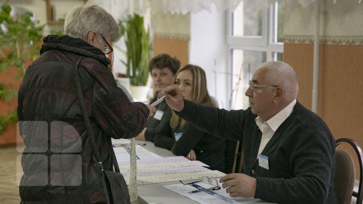 #ALEGEPUBLIKA Moldovenii decid cu cine vor construi viitorul ţării (FOTOREPORT)