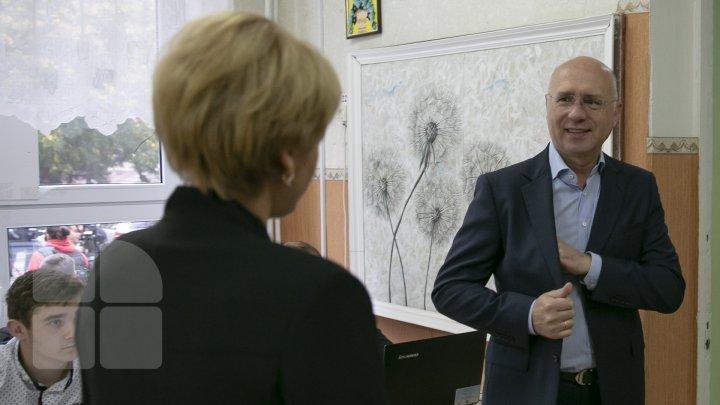 Pavel Filip și-a exercitat dreptul la vot: Am votat pentru o echipă care să susţină primarul şi proiectele investiţionale în oraşul Chişinău (FOTO, VIDEO)
