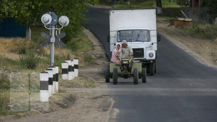 Femeile din satele Moldovei. Imagini de colecţie despre viaţa lor