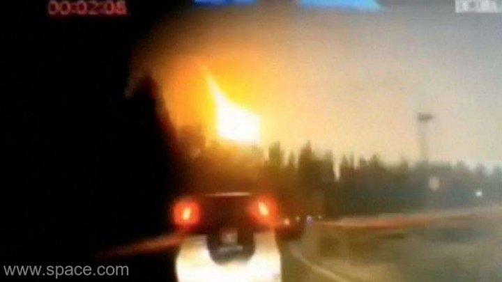 Momentul în care meteoritul misterios din China a iluminat cerul, surprins de martori (VIDEO)