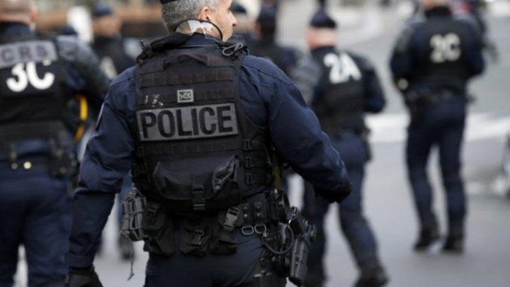Poliţia franceză a arestat un bărbat care a deschis focul la o moschee: Două persoane sunt rănite
