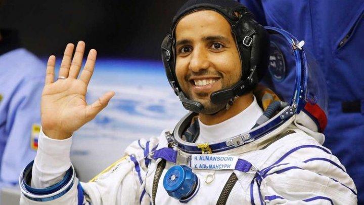 Primul astronaut din Emiratele Arabe Unite revine pe Pământ
