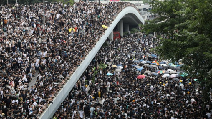 Hong Kong: Autorităţile vor să limiteze accesul la internet pentru a controla protestele