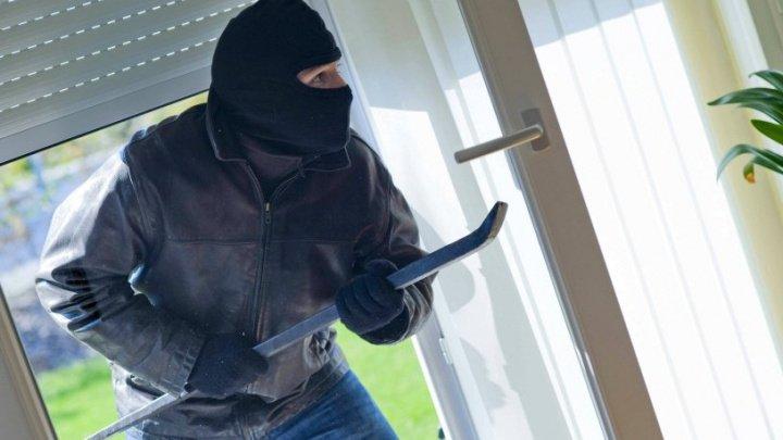 Un hoţ din Ialoveni, reţinut. Avea un plan ieşit din comun prin care fura din casele oamenilor (FOTO)