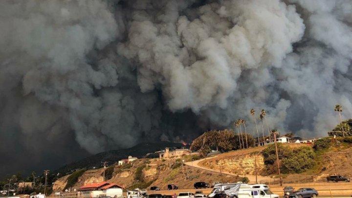 INCENDII ÎN LOS ANGELES. Flăcările se îndreaptă spre case de milioane de dolari