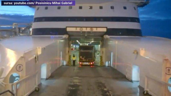 Doi şoferi, arestaţi în Franţa, după ce în camionul lor au fost descoperiţi opt migranţi