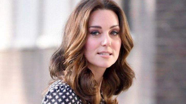 Avionul în care se afla Kate Middleton a aterizat de urgență. Care este motivul