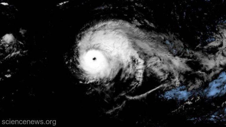 Uraganul Lorenzo ar putea provoca probleme în Marea Britanie