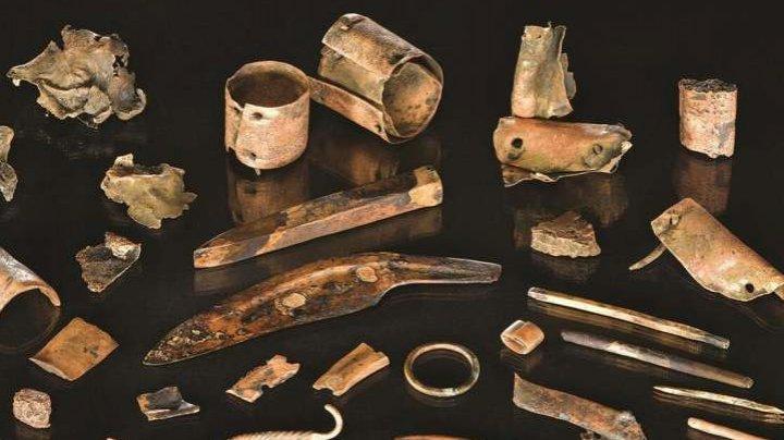 Cercetătorii germani au descoperit 31 de obiecte care au aparţinut unui războinic din Epoca Bronzului