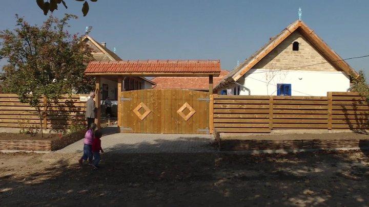 O nouă atracţie turistică la Ştefan Vodă. Doi soţi din Palanca au transformat casa copilăriei într-o pensiune rustică